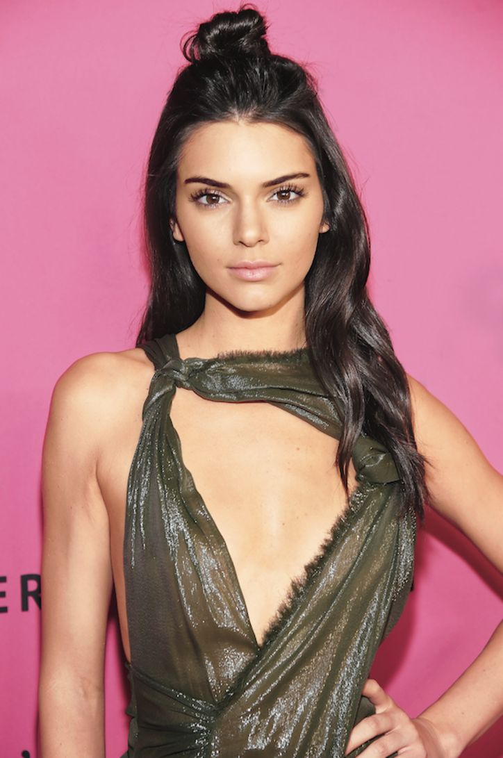 kendall-jenner-half-up-hairstyle-w724