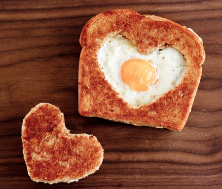valentines-day-toast-with-heart-and-egg-450x383
