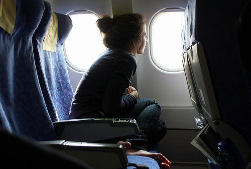 airplane-cute-girl-window-favim-com-410008_large_