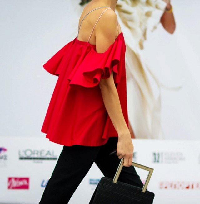every-off-the-shoulder-style-you-need-to-know-1800723-1465507251-640x0c