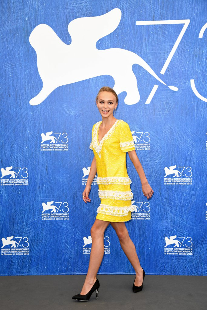 lily-rose-depp-yellow-chanel-dress-venice-film-festival