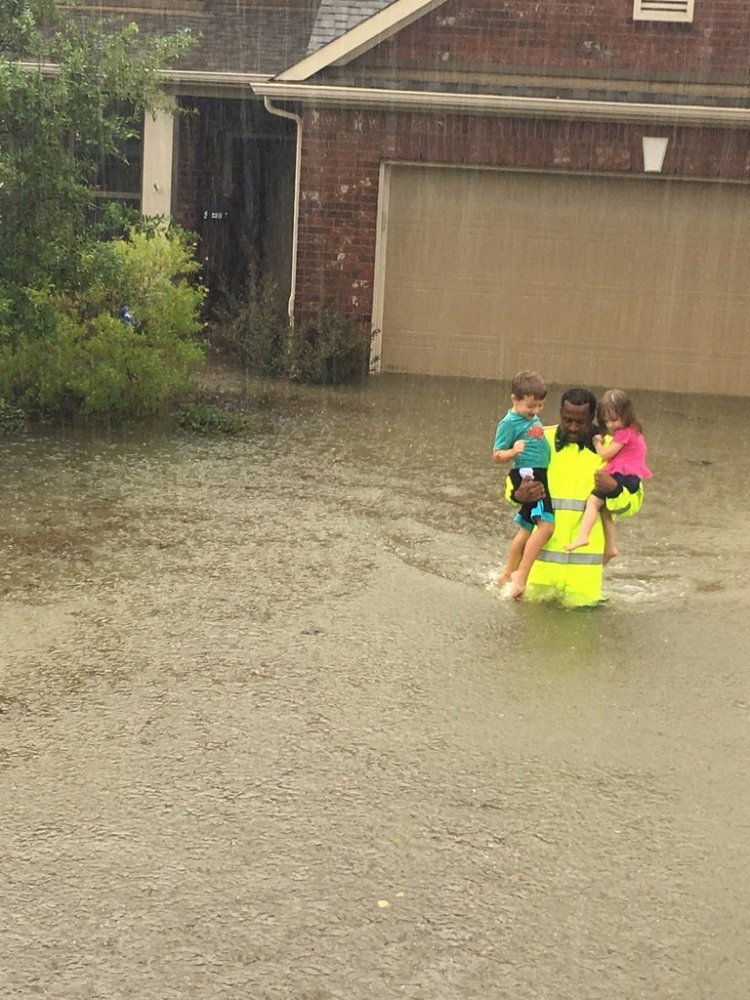 hurricane-harvey-heroes-good-samaritans-rescue-victims